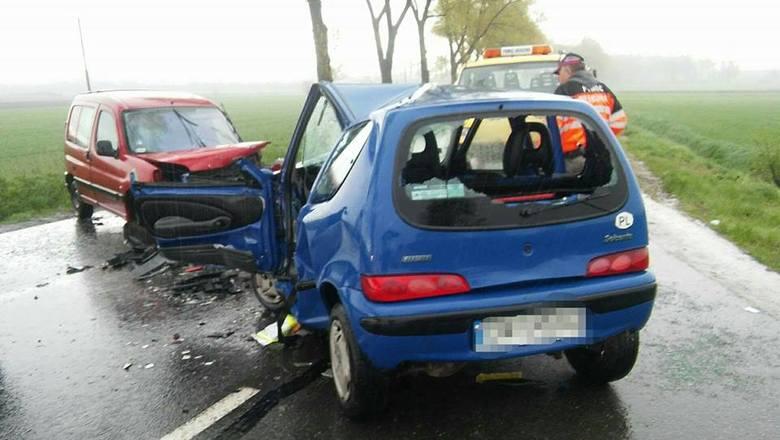 Wypadek na drodze Wrocław - Strzelin, czołowe zderzenie, dwie osoby ranne