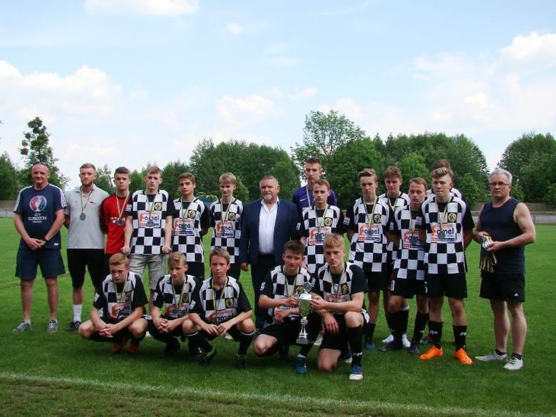 OKS Olesno wywalczył wiosną tytuł wicemistrza Opolskiej Ligi Juniorów Młodszych.  Z racji ograniczonej liczby graczy, klub skupia się jednak przede wszystkim
