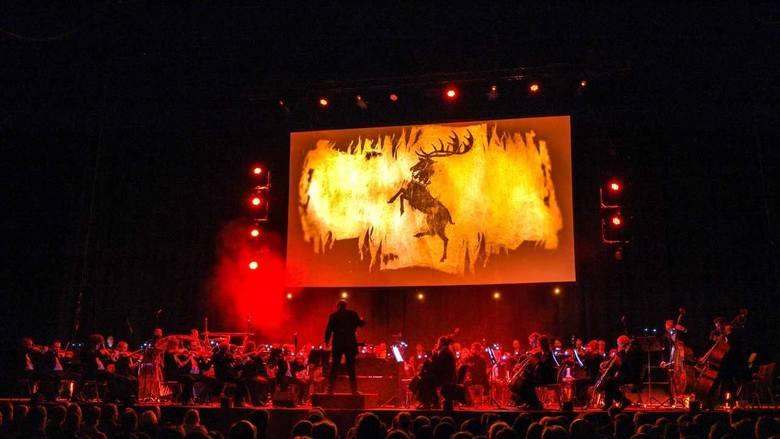 Game of the Thrones - koncert w amfiteatrze W Teatrze  Letnim będziemy mogli obejrzeć  przygotowaną z rozmachem międzynarodową produkcję muzyczną, gromadząca