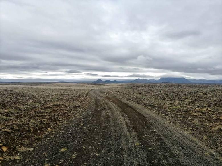 Dzień piąty: na drodze F26 łączącej północ z południowym zachodem wyspy