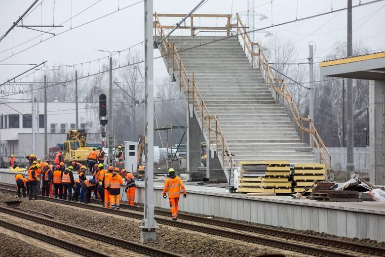 WARSZAWA GDAŃSKA -JEDYNA TRANZYTOWA W STOLICYDla kolejnych 9 pociągów tranzytujących Warszawę, stacja Warszawa Gdańska będzie jedynym postojem w stolicy:IC
