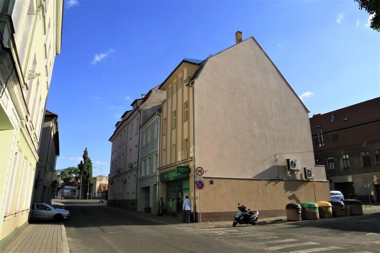 W mieście znajduje się fasady budynków, które świetnie nadałyby się na okolicznościowy mural