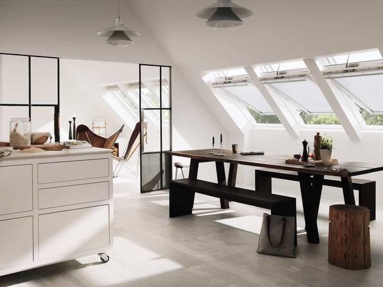 Jakie okna do skośnego, a jakie do płaskiego dachu?