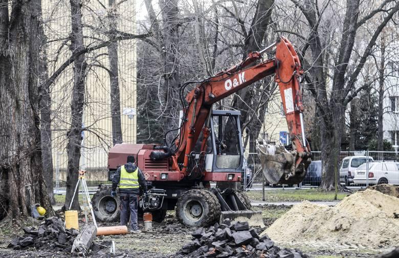 Ruszyły prace rewitalizacyjne przy parku na ulicy Rycerskiej w Rzeszowie.