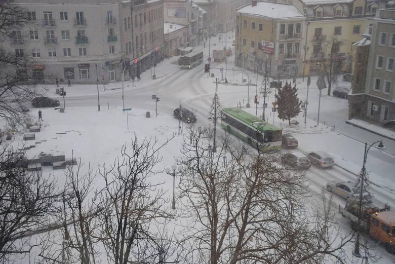 Białystok. IMGW ostrzega. Znów atak zimy. Mogą wystąpić zawieje i zamiecie śnieżne. Będzie ślisko