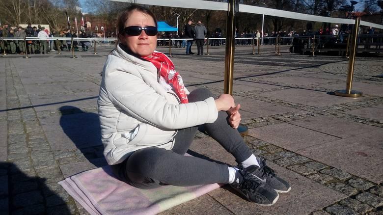 Pani Ania z Gorzowa zjawiła się na placu jako jedna z pierwszych osób. - Chcę zobaczyć pana prezydenta, posłuchać. Dlatego jestem szybciej, by być bliżej