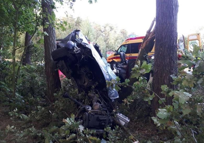 Cztery osoby w wieku 17-25 lat zginęły w makabrycznym wypadku, do którego doszło w niedzielę (11 sierpnia) w miejscowości Miradz pod Strzelnem (pow.