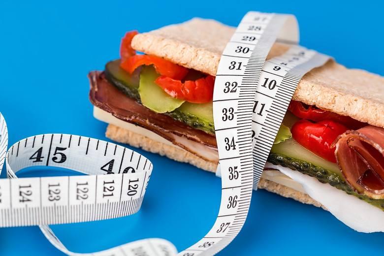 Dieta odchudzająca. Zobacz 6 zasad zdrowego odchudzania [PORADNIK DIETETYKA]