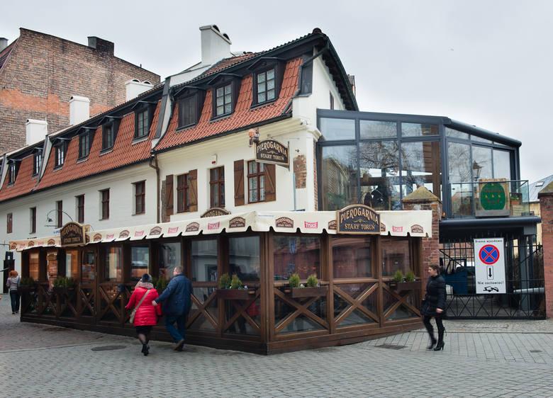"""Pierwszą dziesiątkę zamyka pierogarnia """"Stary Toruń"""" z 634 recenzjami: w 51 procentach doskonałymi, 28 procentach bardzo dobrymi, 13"""