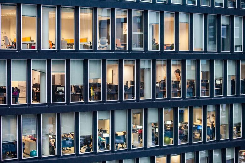 35 dni urlopu to w praktyce pozbawienie firmy obecności pracownika przez 1,5 miesiąca w roku.