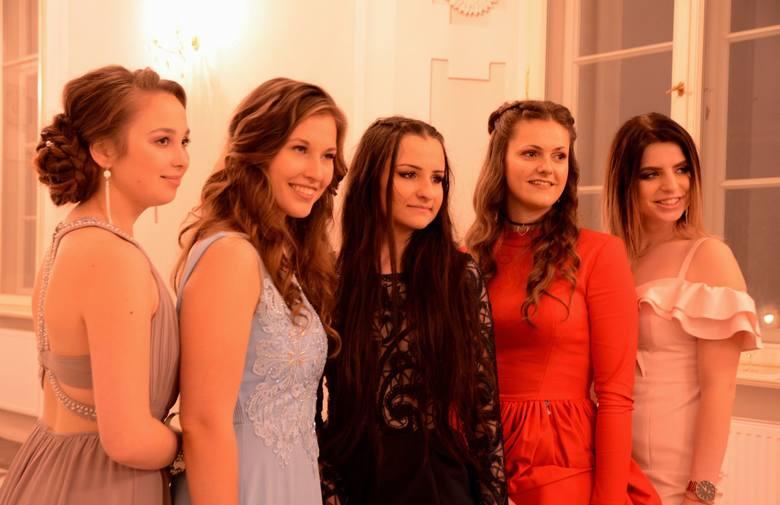 W sobotę 12 stycznia w Sali Kryształowej Pałacu Książęcego w Żaganiu odbyła się studniówka maturzystów z Ekonomia w Żarach.Uczniowie Ekonomika oraz ich