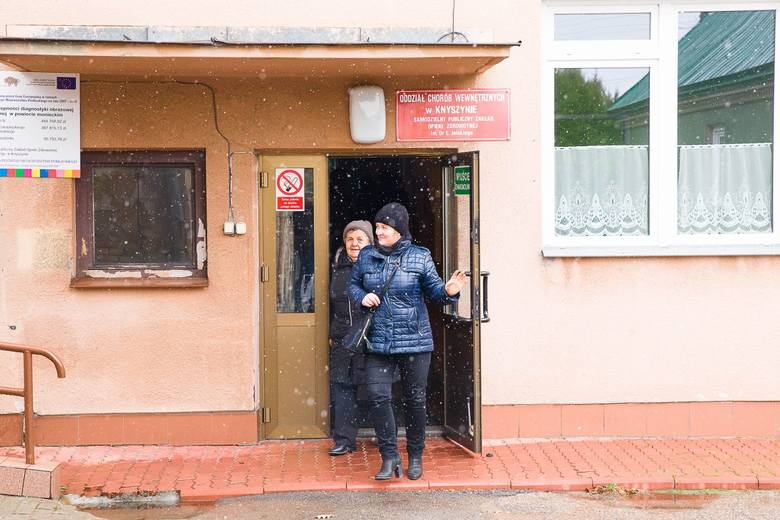 Bożena Gawryło (z lewej) i Wojciech Gurłacz są za tym, by w ośrodku zdrowia w Kalinówce Kościelnej był lekarz na stałe.