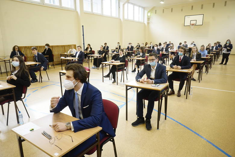 Matury 2021 rozpoczęły się we wtorek, 4 maja. Do egzaminu w Wielkopolsce przystąpi niemal 25 tysięcy maturzystów.