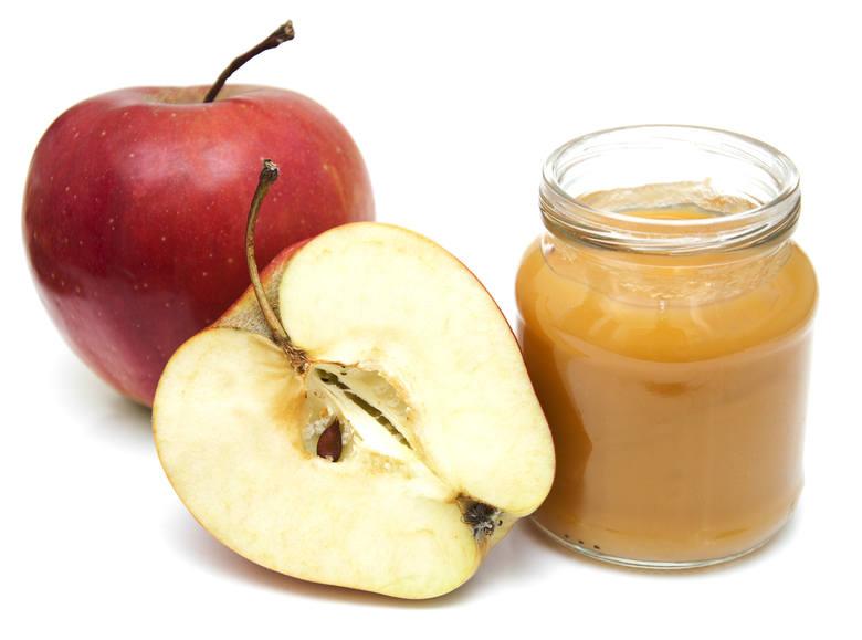 Dieta lekkostrawna uwzględnia owoce bez skórek, m.in. jabłka, gruszki, morele i brzoskwinie.