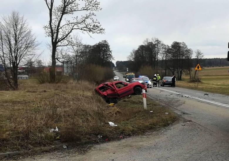 Informacja o zdarzeniu wpłynęła do podlaskich policjantów o godz. 13.15. W miejscowości Sokoły (pow. wysokomazowiecki), na drodze wojewódzkiej nr 678,