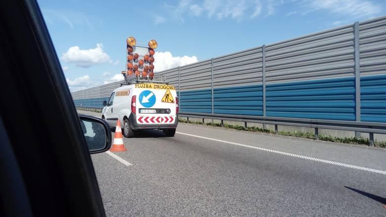 Protest kierowców lawet na autostradzie A2 w kierunku Warszwawy rozpoczął się kwadrans po godzinie 14. Służby drogowe podają, że kierowcy lawet blokują