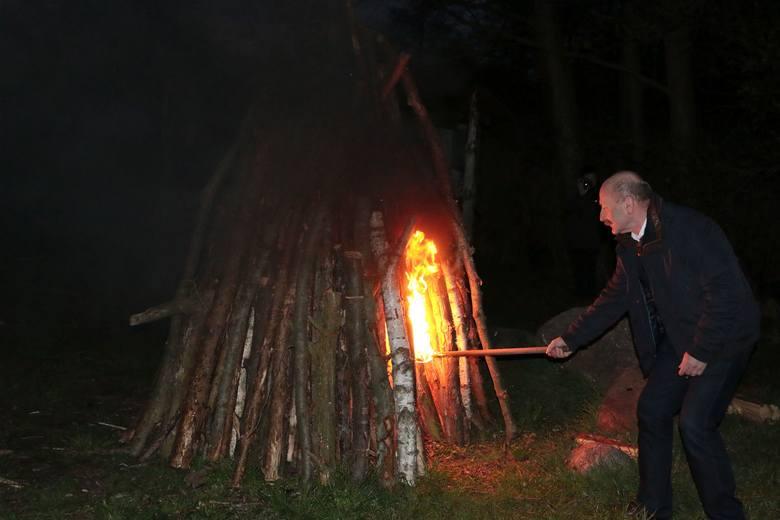Dariusz BrożekW czwartek, 14 kwietnia o godz. 20.20 na półwyspie Katarzyna koło Pszczewa zapłonęło ogromne ognisko. Strażacy z kilku jednostek OSP przyłączyli