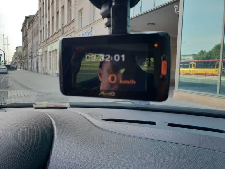 18 maja 2017 Dariusz Kozłowski wracał swoim samochodem z pracy. W tunelu na trasie W-Z łodzianin był świadkiem kolizji - niebieski volkswagen lupo wjechał