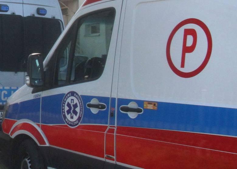 Zderzenie forda i ciężarówki w Gnojnie. Jedna osoba w szpitalu