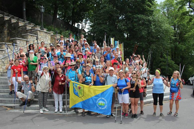 Uczestnicy X Pielgrzymki Nordic Walking na Górę Św. Anny.