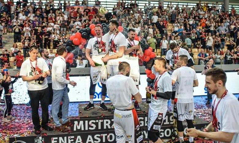 Koszykarze Enea Astorii Bydgoszcz wracają do elity! W trzech meczach rozstrzygnęli na swoją korzyść finał rozgrywek I ligi. Najpierw dwa razy ograli