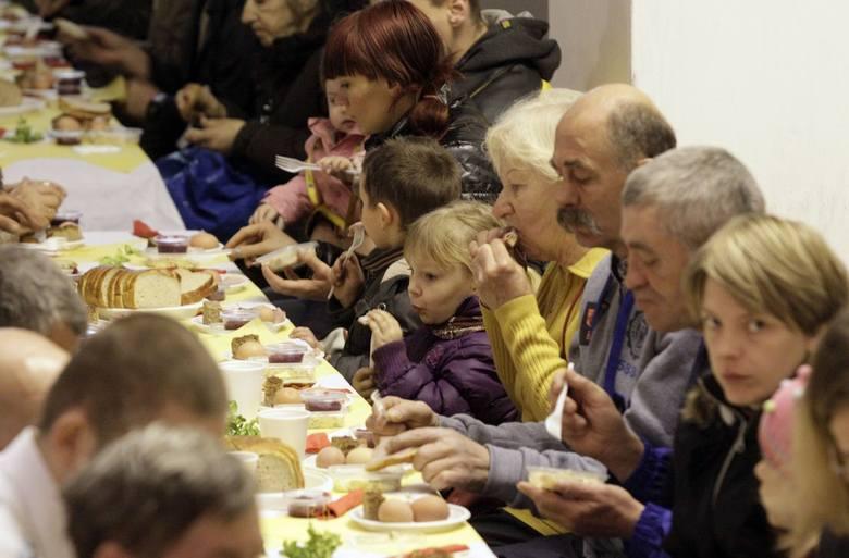 Gdynia: Śniadanie dla osób potrzebujących u o. Franciszkanów [ZDJĘCIA]