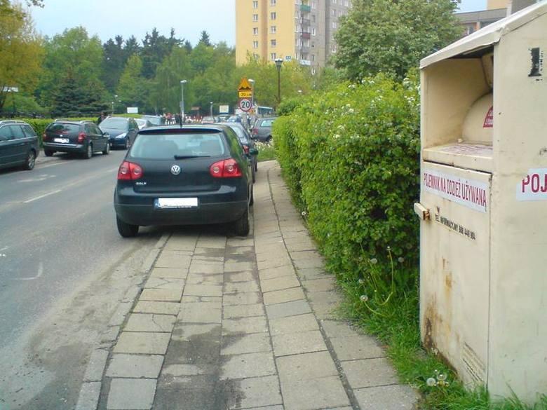 Tak parkują autodranie w pobliżu szkoły podstawowej w Zielonej Górze