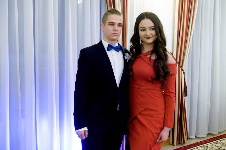 W sobotę w Hotelu Łańcut odbyła się studniówka II Liceum Ogólnokształcącego im. Kazimierza Morawskiego w Przemyślu. Zobaczcie zdjęcia.Zobacz także: Tak