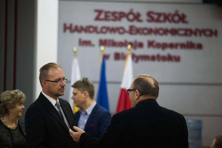 To jakieś nawoływanie do anarchii - grzmiał prezydencki radny Dariusz Wasilewski, (z lewej). Tak zareagował na propozycję radnego PO Zbigniewa Nikitorowicza, by zbojkotować reformę oświaty.