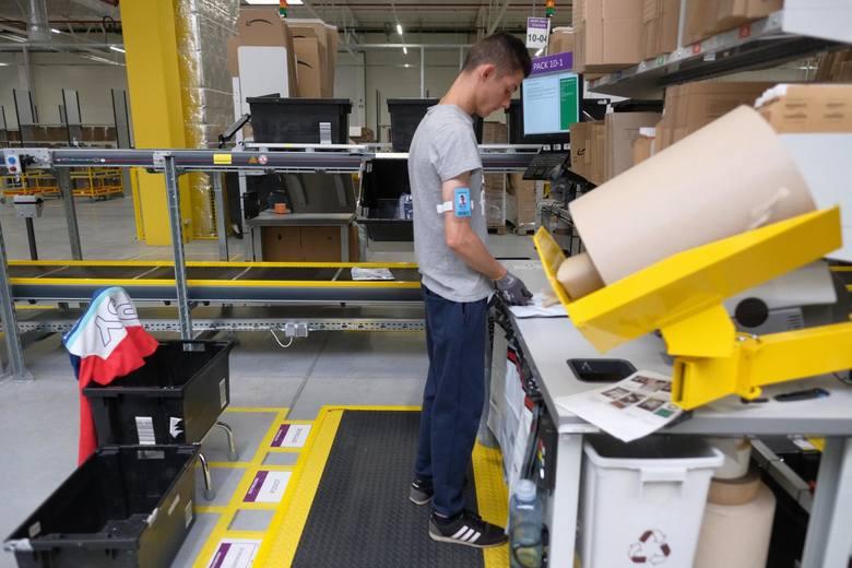 Amazon: informacja o większych pensjach w Amazonie oznacza, że pracownicy Amazona poziomu początkowego otrzymają od 20 zł brutto za godzinę pracy, tymczasem