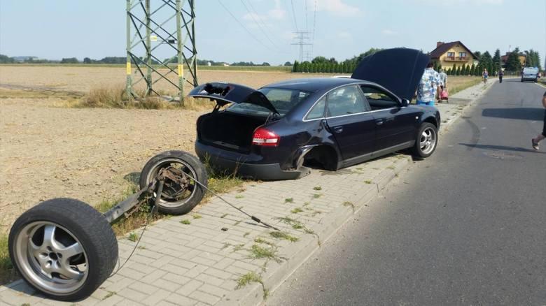 Skutki st�uczki w L�dzinach. Audi A6 straci�o tyln� o�