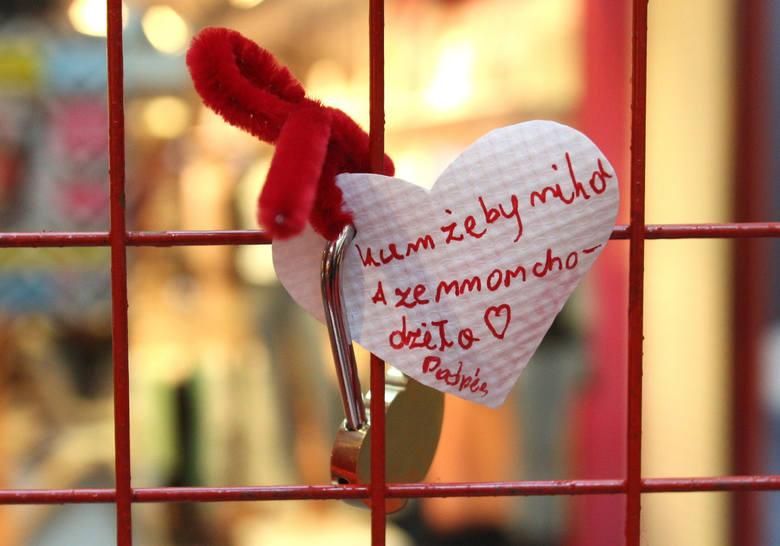 Walentynki 2018. Życzenia SMS, wierszyki piękne, romantyczne, wyjątkowe. Dla Niej i dla Niego 14 lutego:Gdy na mnie patrzysz nie umiem wypowiedzieć słowa...Gdy