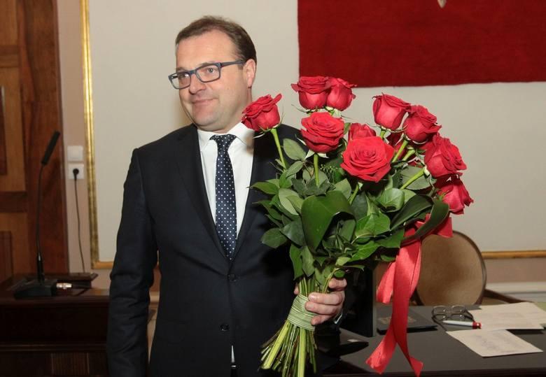 Radosław Witkowski urodziny obchodzi 4 czerwca. Dziś kończy 46 lat. Od początku kariery politycznej jest związany z Platformą Obywatelską. Jego pierwsze