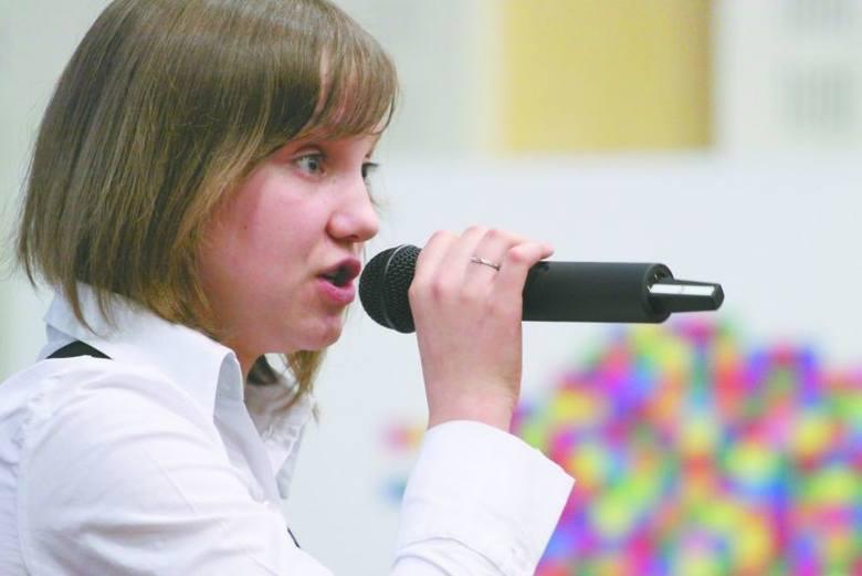 """Siedem godzin czekałam na przesłuchanie. Ale udało się - wspomina swój występ w """"Szansie"""" Joasia Niewińska z Łap."""