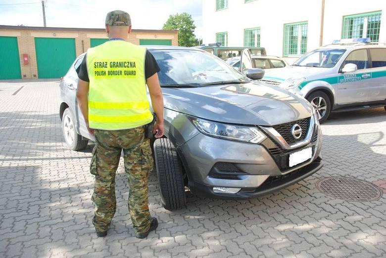 Sejny. Litwini podróżowali skradzionym Nissanem. Wpadli na kontroli [ZDJĘCIA]