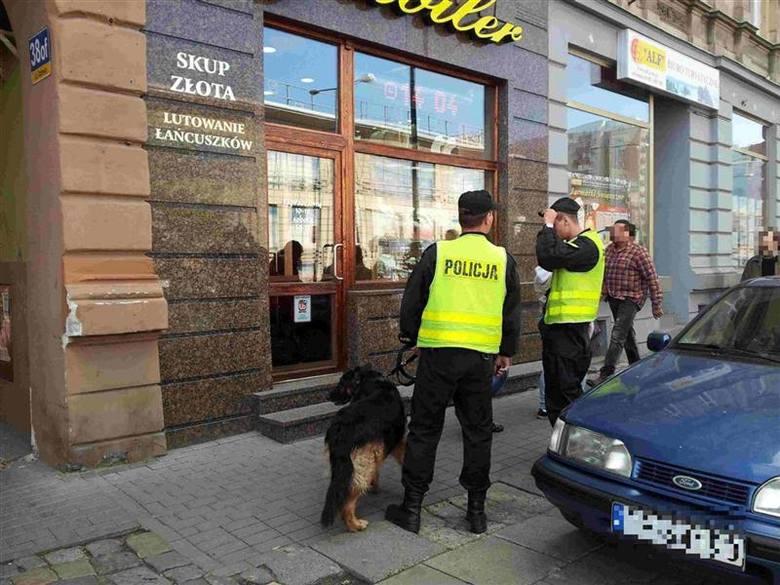 Było tuż po godzinie 14.00. Do zakładu jubilerskiego przy ulicy Ozimskiej w Opolu weszło dwóch zamaskowanych mężczyzn.