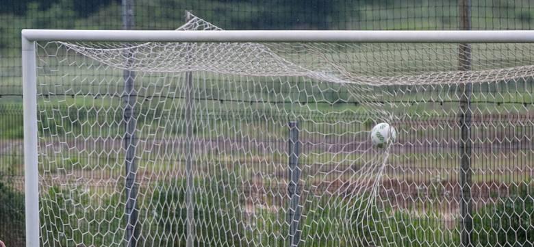 W 10. kolejce rozgrywek małopolskiej IV ligi (grupa zachodnia: Kraków - Oświęcim) był tylko jeden piłkarz, który zdobył więcej niż jednego gola - obrońca