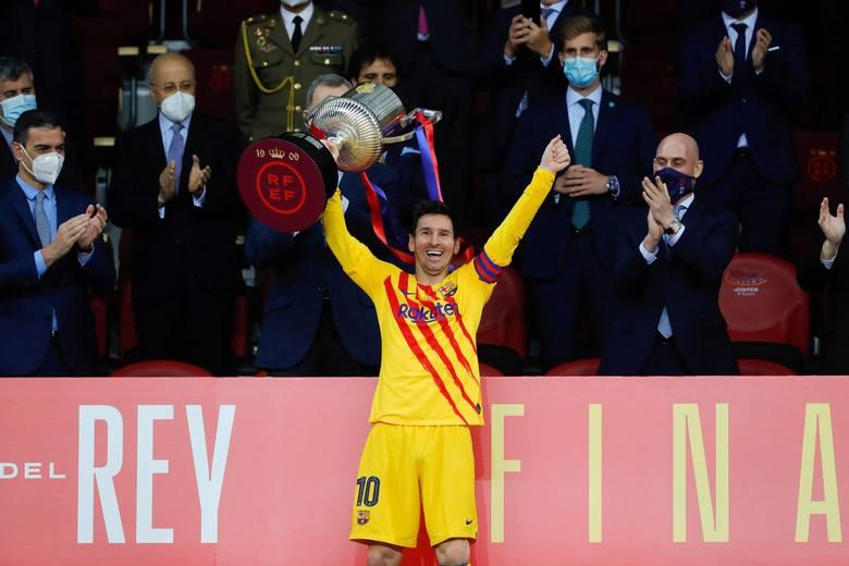 Latem ubiegłego roku Lionel Messi chciał opuścić Barcelonę. Teraz zanosi się na to, że być może podpisze nowy kontrakt i zostanie.