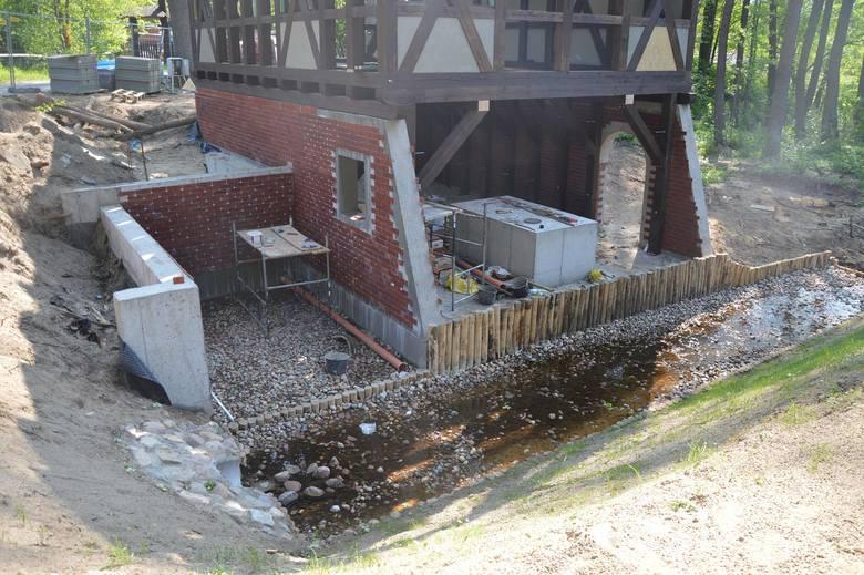Budowa młyna wodnego w Ochli