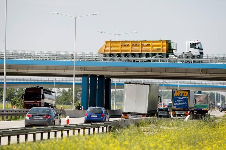 Drogowcy nie mają dobrych informacji dla kierowców korzystających z autostrady A4 na odcinku Wrocław - Legnica. W kilku miejscach pojawią się spore problemy,