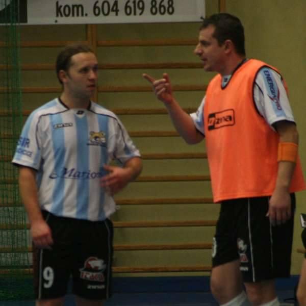 Dariusz Lubczyński (z prawej) w nowym sezonie będzie w pełni odpowiadał za wyniki Mariossa. Jednym z liderów jego zespołu ma być Tomasz Wróblewski (z