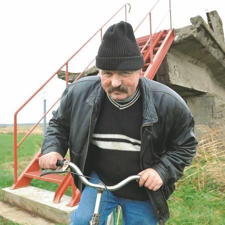 - Teraz wsiadam na rower i w kwadrans jestem u sąsiadów - opowiada Edward Kałużny. - Wcześniej trzeba było jechać dobre dwadzieścia kilometrów.
