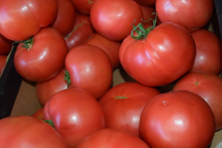 <strong>Odwiedziliśmy plac Balcerowicza w Rzeszowie. Podajemy ceny owoców i warzyw.<br /> </strong><br /> Pomidory Malinowe – 2,50zł/kg
