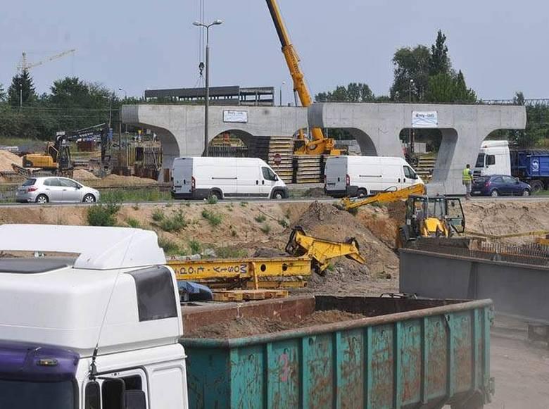 Budowa trasy tramwajowej do Fordonu rozpoczęła się w tym roku, a zgodnie z planem zakończyć się ma w przyszłym. Wykonawca ma więc niewiele czasu. To