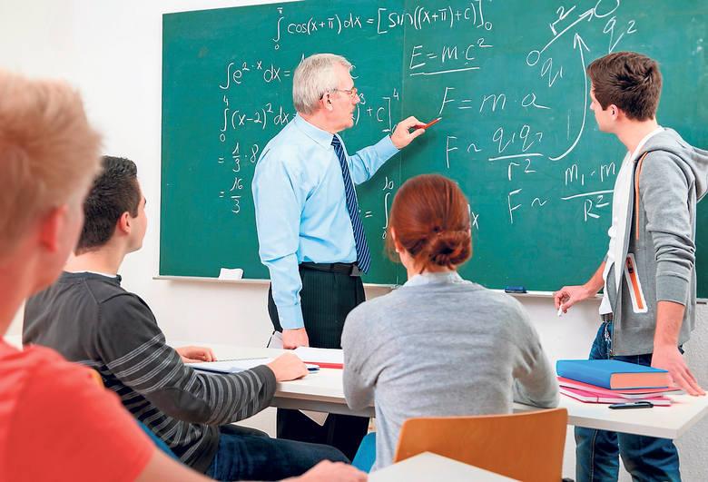 Nauczyciele chcą, by ich pensje były powiązane z krajową średnią. Powinni zarabiać od 90 do 155 proc. średniej krajowej - mówią związkowcy