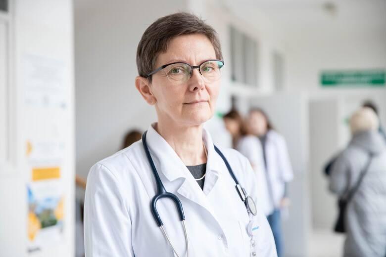 Prof. Joanna Maria Zajkowska z Kliniki Chorób Zakaźnych i Neuroinfekcji UMB.
