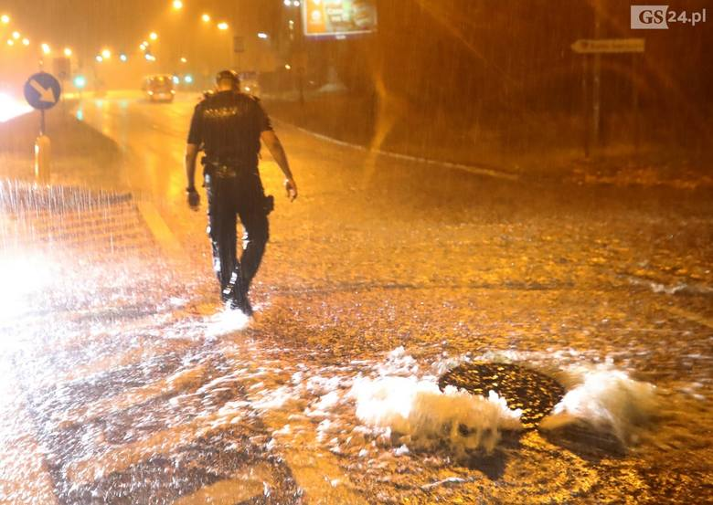 Gwałtowne ulewy w Szczecinie i regionie. Strażacy mieli sporo pracy