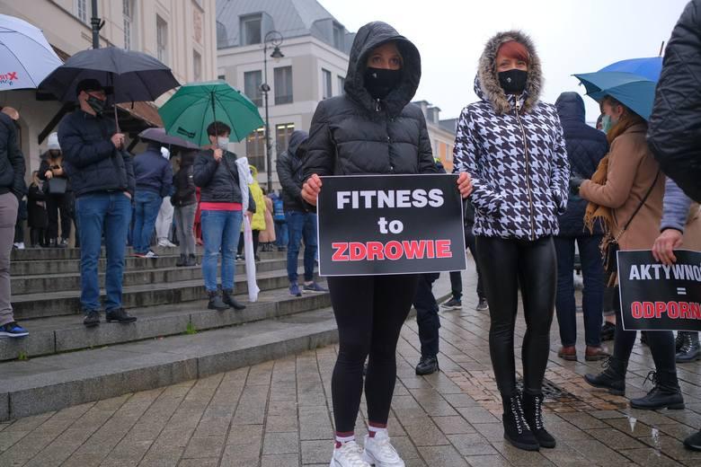 """Spontaniczny protest branży fitness w Warszawie. """"100 tysięcy miejsc pracy jest na szali"""""""