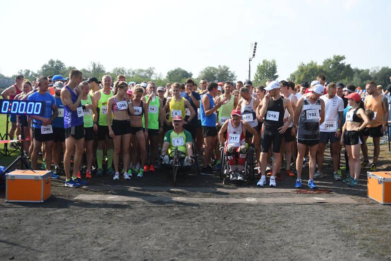 """To jedna z najstarszych imprez biegowych w Lubuskiem. """"Kostrzyńska dziesiątka"""", bo o niej mowa., to bieg z ogromnymi tradycjami. W"""