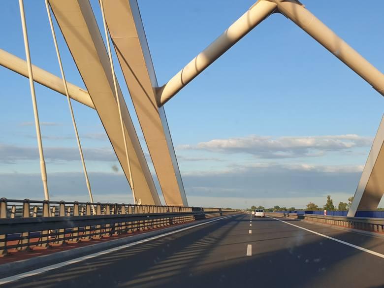 Jedną z największych drogowych inwestycji jest przebudowa drogi krajowej nr 18 do parametrów autostrady. Powstaną też kolejne MOP-y przy drodze S3 oraz